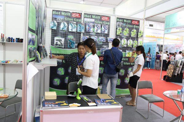 Hội chợ xuất nhập khẩu Quảng Đông tại Cung Văn hóa Lao động Hữu nghị Việt Xô.