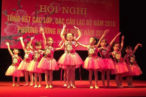 lớp múa cung văn hóa lao động hữu nghị việt xô biểu diễn