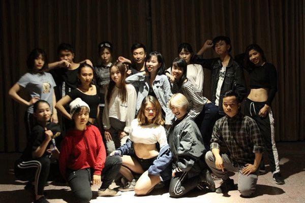 lớp nhảy hiện đại tại Cung Văn hóa lao động hữu nghị Việt Xô