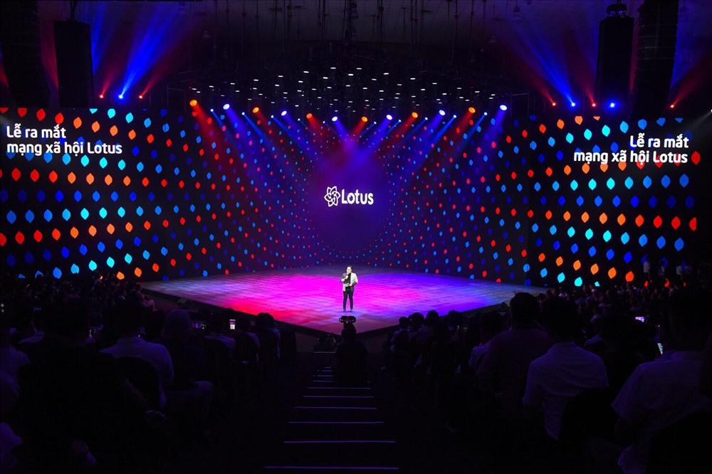 Sân khấu ra mắt mạng xã hội Lotus.